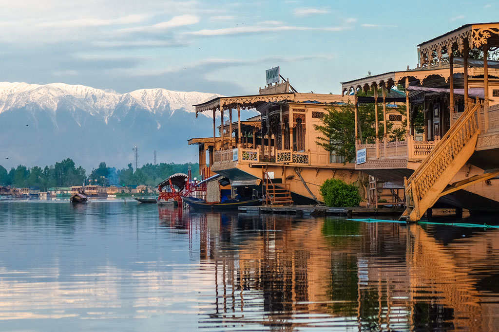 Luxury Houseboats in Kashmir